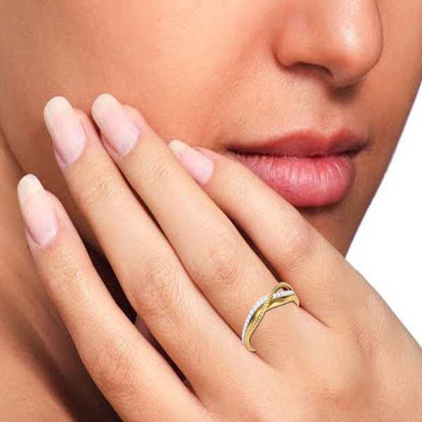 Shine on Overlap Diamond Ring