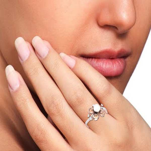 Glistening Pearl Diamond Ring